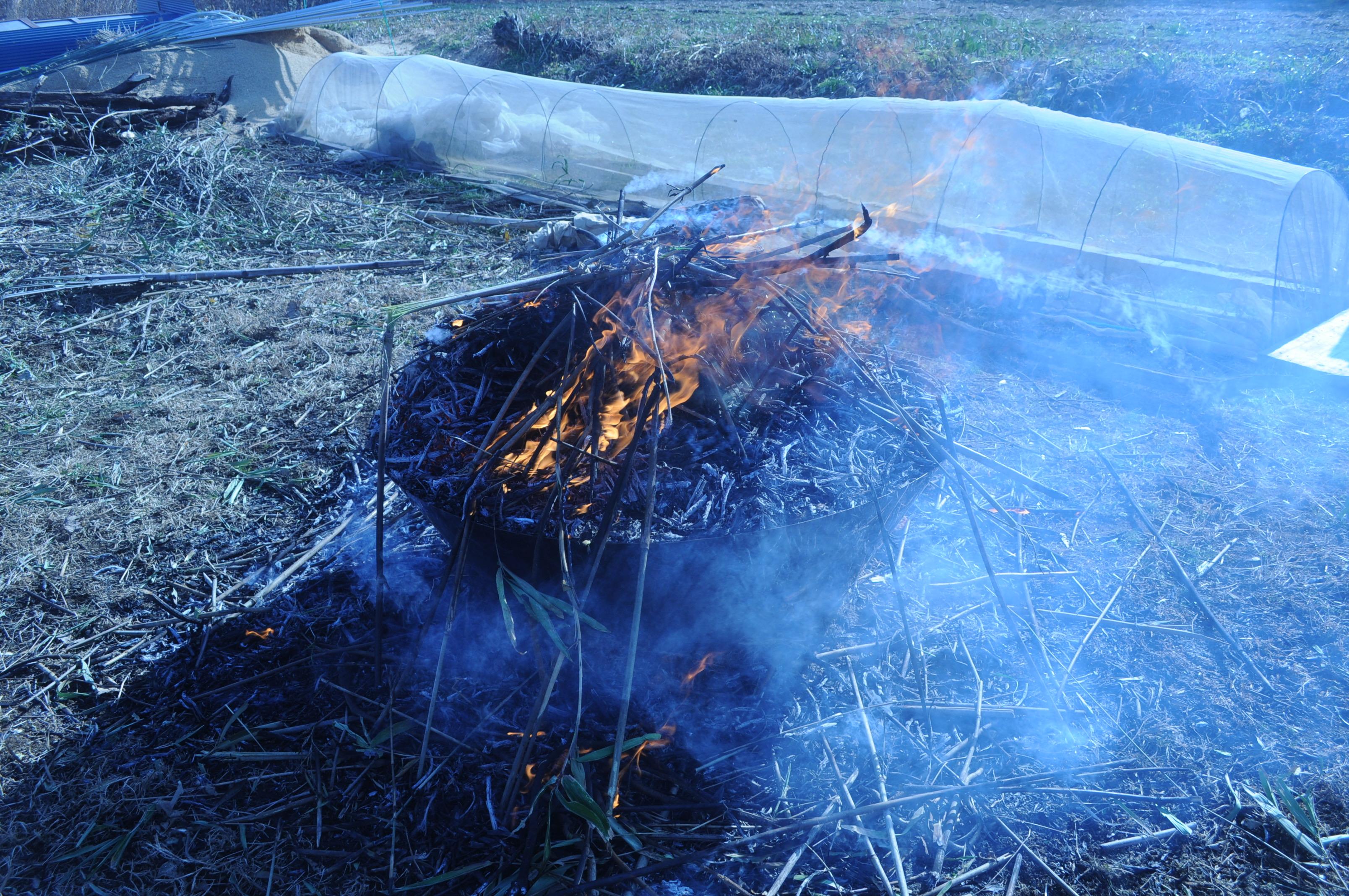 無煙炭化器の炭焼き試験開始!